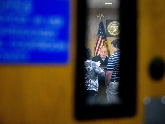 Tempe Judge Pro Tem Gregg Maxon talks to a defendant