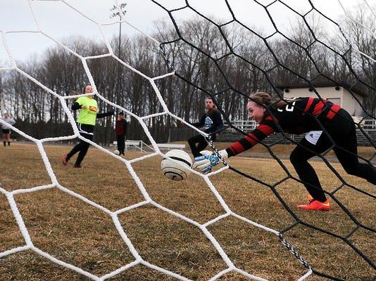 -DCA 0404 sev. soccer practice 1.jpg_20150401.jpg