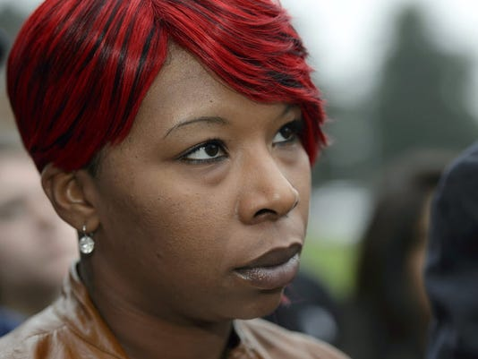 Brown's mother screams, sobs over grand jury decision