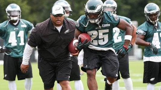 Eagles running backs coach Duce Staley, shown in 2014, will remain as running backs coach after Mike Groh was promoted to offensive coordinator on Tuesday.