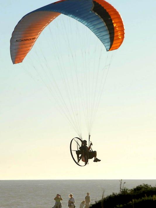 motorizedparaglider.jpg