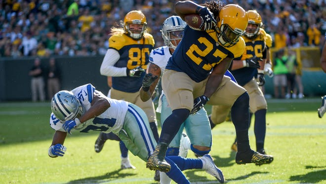 Green Bay running back Eddie Lacy hurdles a Dallas defender during a game last season. Lacy agreed to a one-year deal Tuesday with the Seahawks.