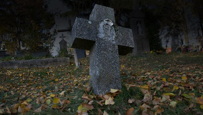 Meet permanent residents of the Taft Pioneer Cemetery during A Tour to Die For in Lincoln City Oct 21-22 and 28-30.