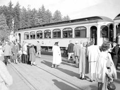 Salem rides into past with train trip