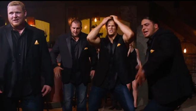 "Linebacker Clay Matthews and several Green Bay Packers offensive linemen showed off their singing and dancing moves in a new trailer for ""Pitch Perfect 2"" that aired during Super Bowl XLIX on Sunday."