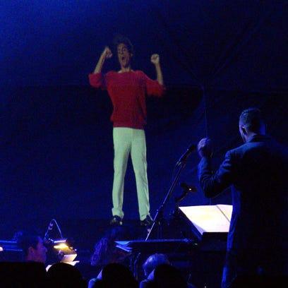 Juan Gabriel 'vuelve' para hacer vibrar a su público