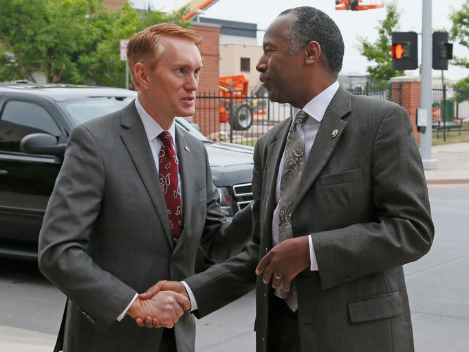 Oklahoma Sen. James Lankford talks with Carson before