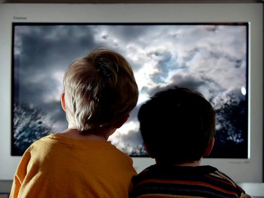 635732322389794876-watching-tv