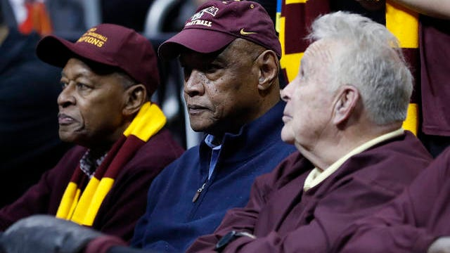 Les Hunter (center), who with former Pearl High School teammate Vic Rouse helped Loyola Chicago to the 1963 NCAA national championship, died Friday at the age of 77.