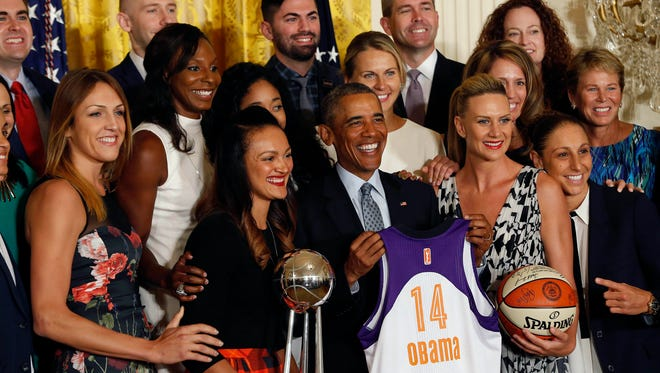 President Barack Obama poses with members of the Phoenix Mercury at a ceremony honoring the 2014 WNBA champions.