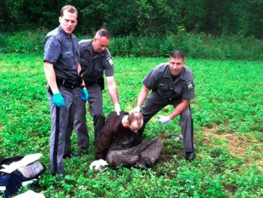 AP YE ESCAPED PRISONERS A FILE USA NY