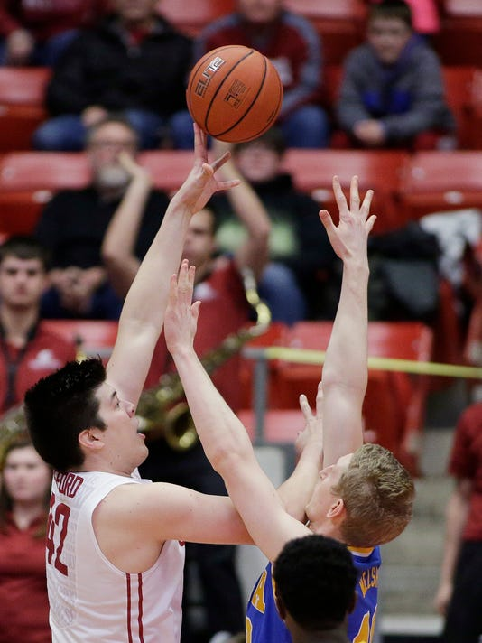 Washington State center Conor Clifford, left, shoots against UCLA center Thomas Welsh during the first half of an NCAA college basketball game in Pullman, Wash., Wednesday, Feb. 1, 2017. (AP Photo/Young Kwak)
