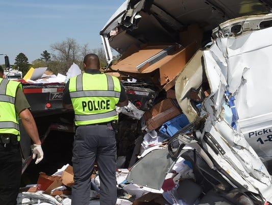 636572435955800718-crash1.jpg