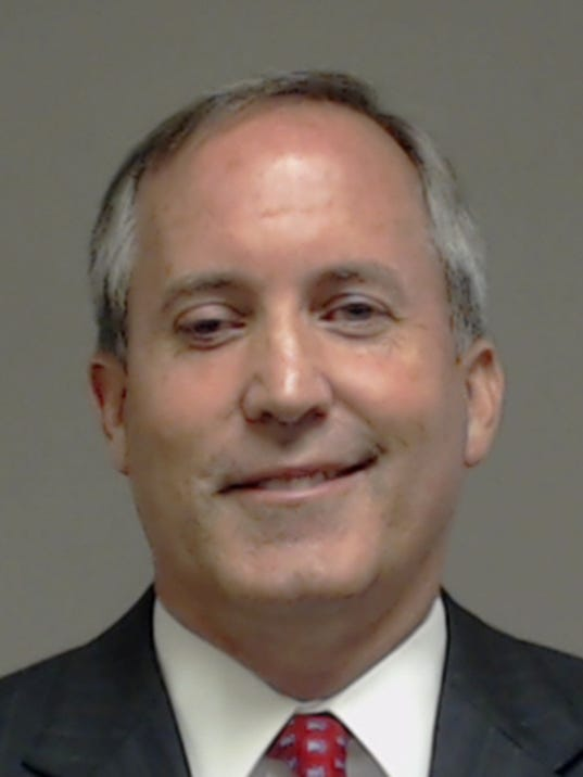 Texas attorney general remains on job after indictment