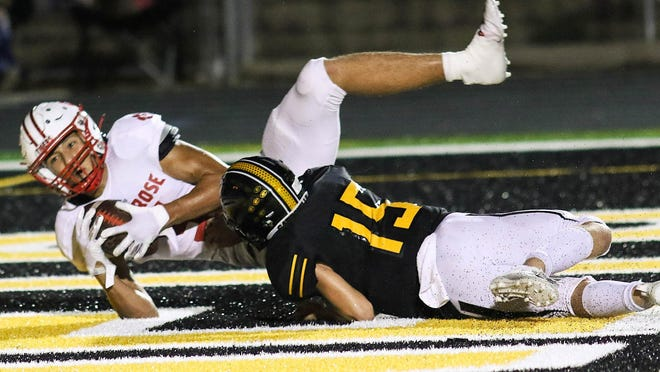 Glen Rose wide receiver Reagan Rodriguez hauls in a touchdown pass in front of a Gatesville defender last Friday night.