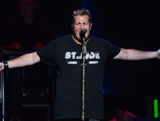 Gary LeVox, lead singer of Rascal Flatts, belts one