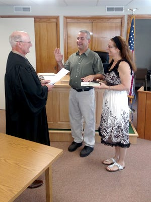 District Judge Kim Wolfe, left, swears in Jonestown's new mayor Vince Sellers, in this file photo. With them is Sellers' wife, Dawn.