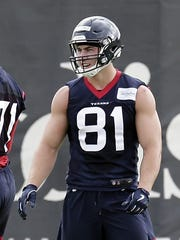 Houston Texans rookies Tytus Howard (71) and Kahale Warring (81) during a NFL football Organized Team Activity workout Tuesday, May 21, 2019, at the team practice facilities in Houston. (AP Photo/Michael Wyke)