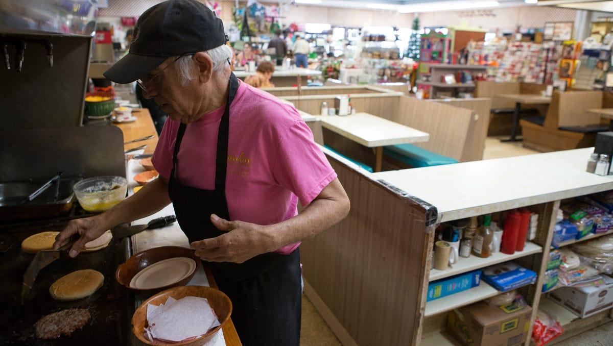 Short-order cook Jesse Lerma a Hamlin 'institution'