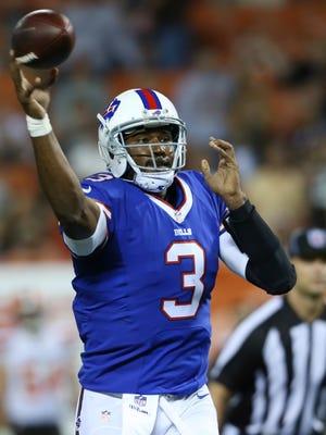 Buffalo Bills quarterback EJ Manuel throws for a 2-point conversion during the fourth quarter.