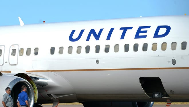 A United Airlines 737.