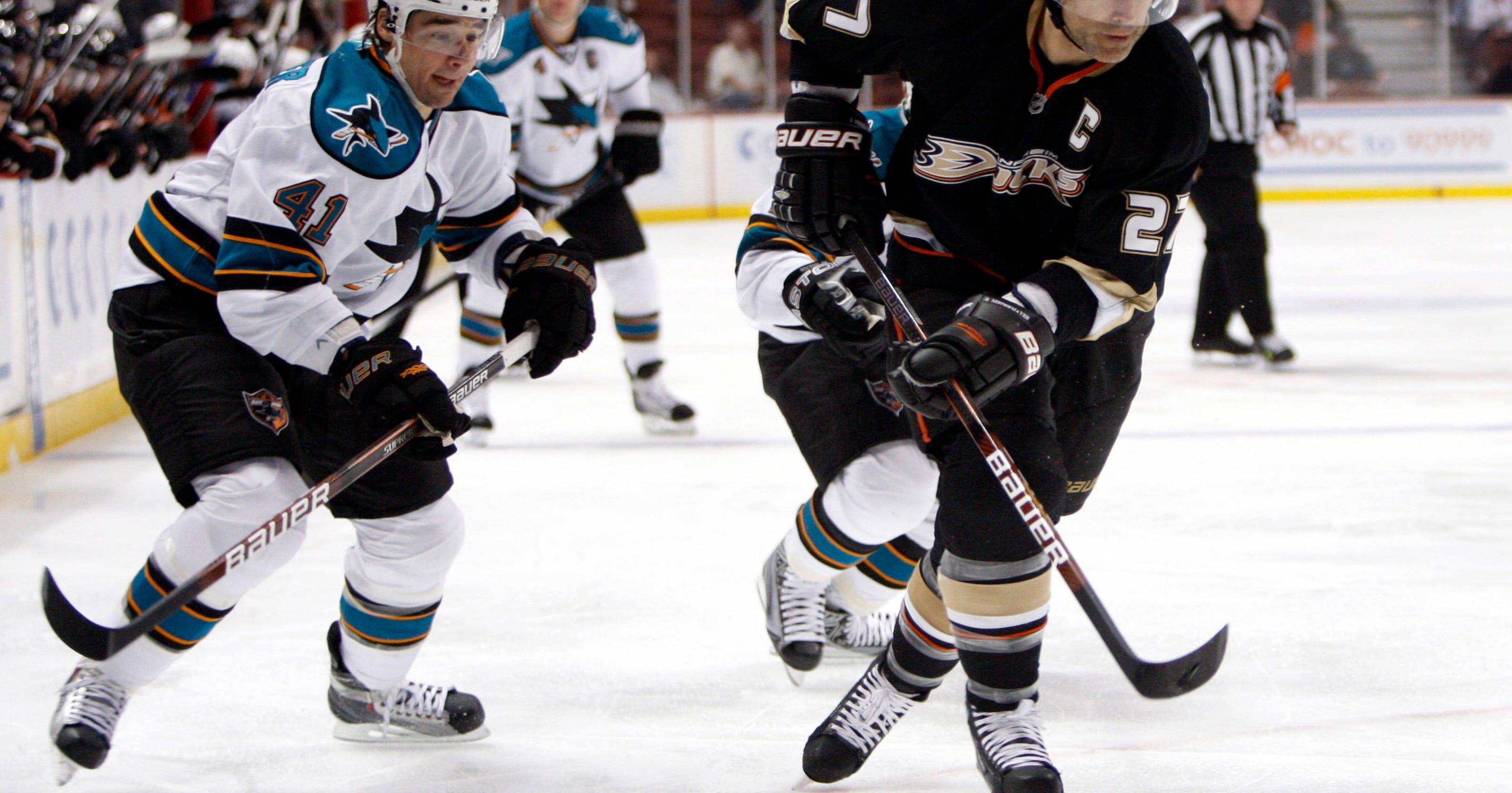 a2f15756163 Anaheim Ducks to retire numbers of Kariya, Niedermayer
