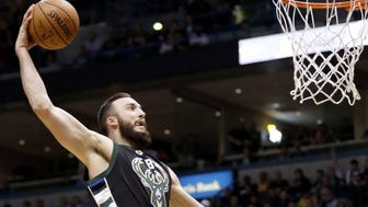Bucks center Miles Plumlee was 7 for 7 with six dunks as his teammates kept finding him at the rim in the 108-101 victory over the Lakers on Monday.
