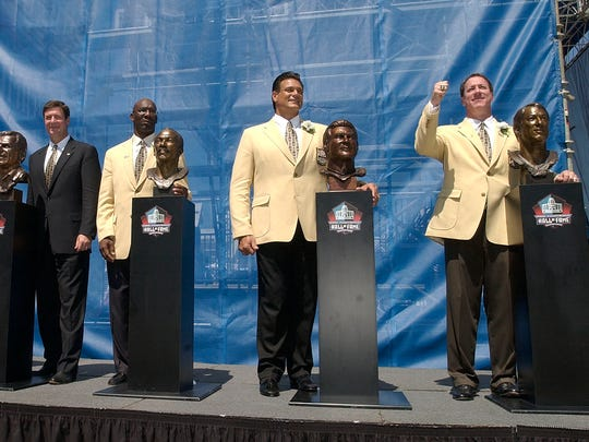 Jim Kelly, right, stands with his fellow Hall of Fame inductees during the enshrinement ceremony Aug. 3, 2002 in Canton, Ohio.