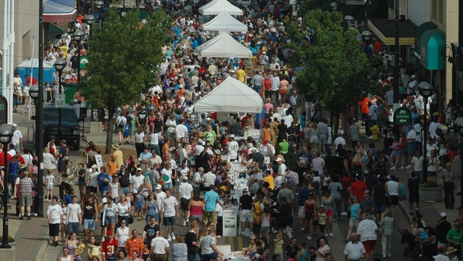 Birds eye view of the 2002 Cereal Festival in downtown Battle Creek.