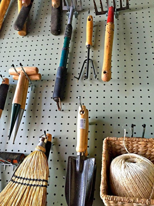 Potting+Bench+hanging+tools