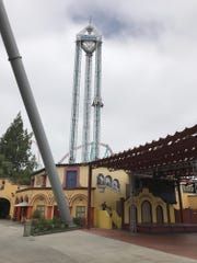 The tower of Supreme Scream, a drop ride, dominates