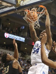 Duke's Wendell Carter Jr. dunks against the win over Pittsburgh.