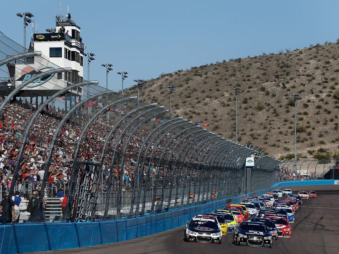 Kevin Harvick and Jamie McMurray lead the field to