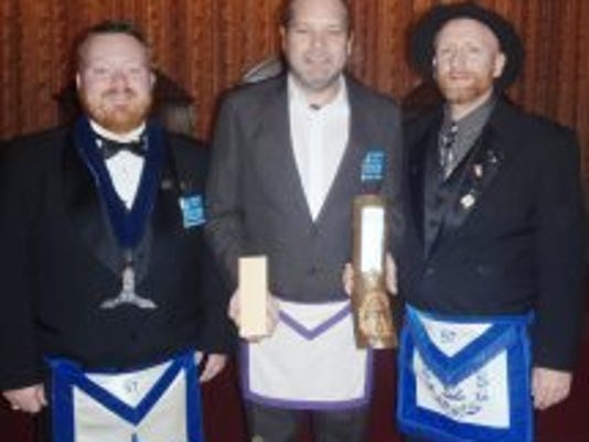 LAN COM Masonic 57 presents award 1104.jpg
