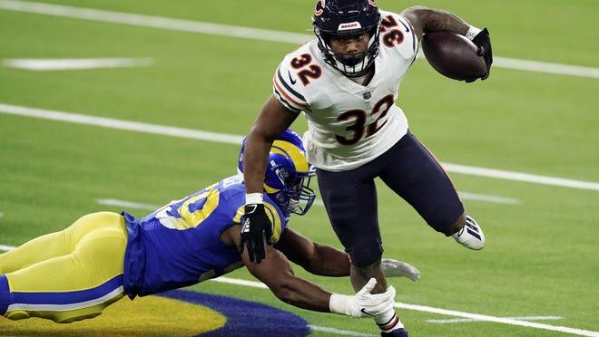Chicago Bears running back David Montgomery (32) runs around Los Angeles Rams middle linebacker Micah Kiser Monday, Oct. 26, 2020, in Inglewood, Calif.
