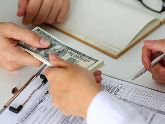 636324437452234290-GettyImages-payday-loan.jpg