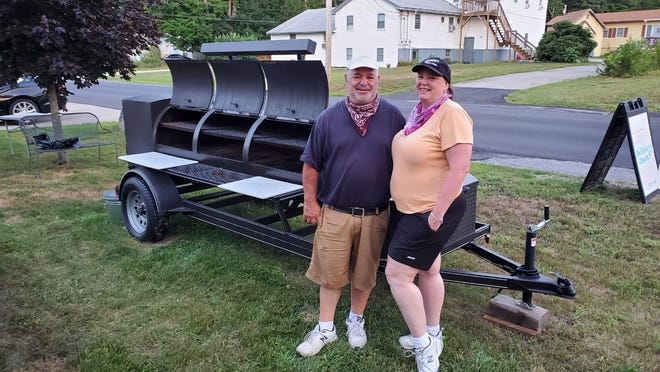 Sunday Barbeque will open this weekend at 58 Lafayette Road, the site of Seabrook Tire. The owners are Erin and Steve Candiano.