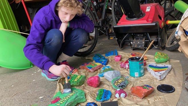 Aviva Pearlmutter-Bearson works on her service project.