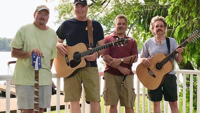 Shady Side, with Craig Breter, left, Steve Spiegel, Emmett Verdecchia and Joe Parker, will play Harbor Ridge Friday.