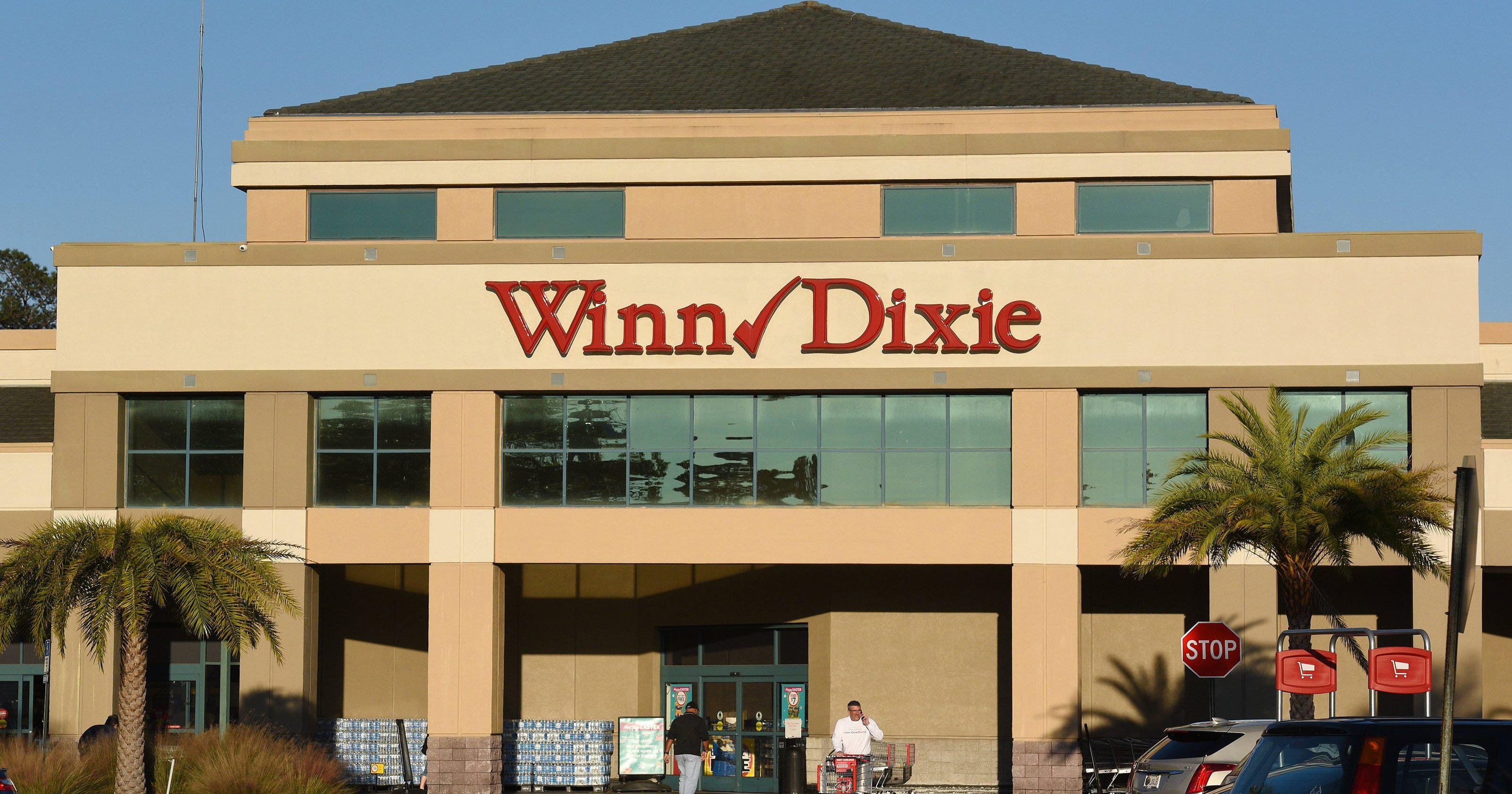 Winn-Dixie parent company Southeastern Grocers reverses course and will require masks at all stores – USA TODAY