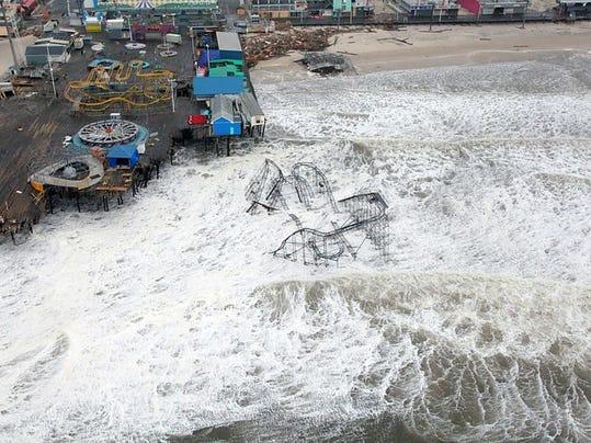 800px-Hurricane_Sandy_New_Jersey_Pier_0.jpg