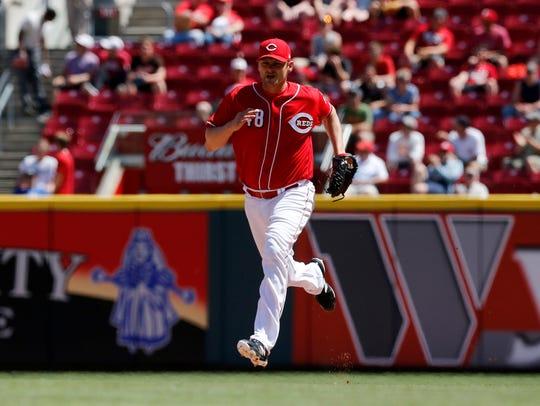 Cincinnati Reds relief pitcher Jared Hughes (48) replaces