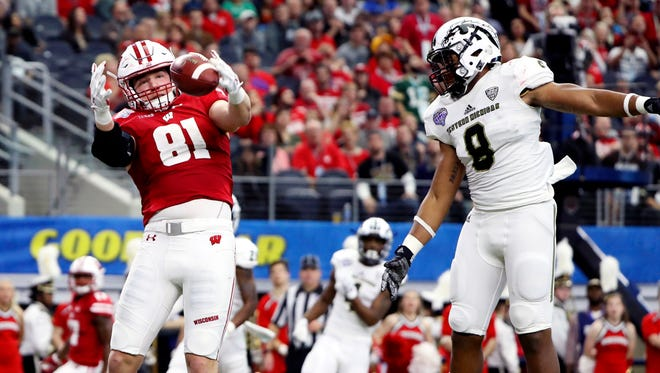 Wisconsin Badgers tight end Troy Fumagalli (81) drops a touchdown pass in front of Western Michigan Broncos linebacker Caleb Bailey (8) during the first half of the 2017 Cotton Bowl at AT&T Stadium. Mandatory Credit: Kevin Jairaj-USA TODAY Sports