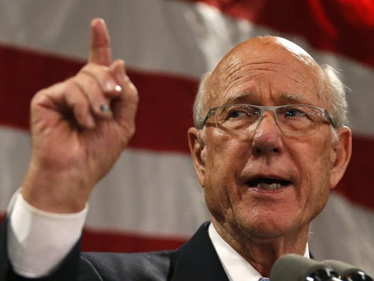 Senator Pat Roberts speaks to supporters after defeating