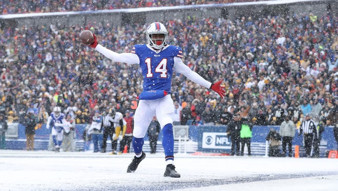 ORCHARD PARK, NY - DECEMBER 11:  Sammy Watkins #14 of the Buffalo Bills celebrates a touchdown catch against the Pittsburgh Steelers during the first half at New Era Field on December 11, 2016 in Orchard Park, New York.  (Photo by Tom Szczerbowski/Getty Images)