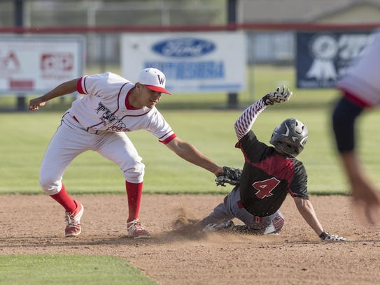 Tulare Western's Hector Ruvalcaba outs Tulare Union's