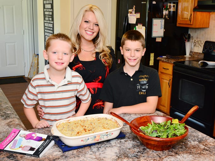 Ashley, Connor and Zachary with the their healthy dinner ready to eat.<br /> For this story and more stories and photos, see the issue of Pensacola Bella Mom Magazine, and go to www.BellaMagazine.com.