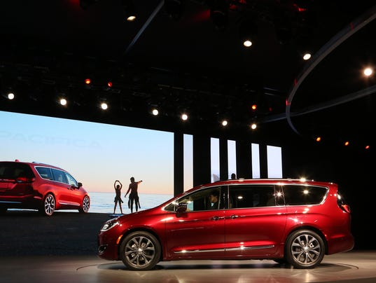2017 chrysler pacifica gets certified at 22 m p g by epa. Black Bedroom Furniture Sets. Home Design Ideas