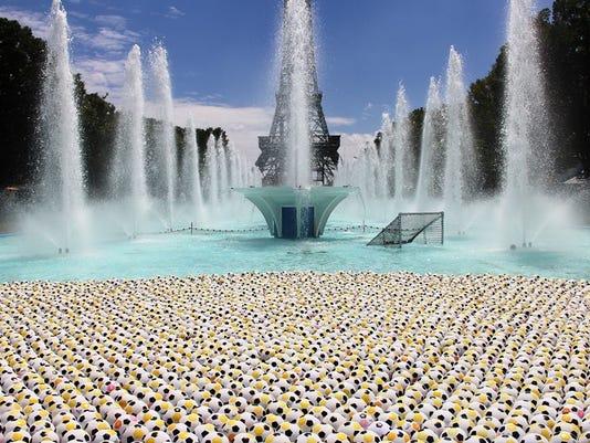 636066986108815296-soccer-balls.jpg