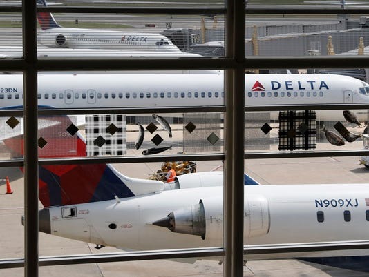 AP DELTA-PASSENGERS BOOTED F FILE A USA DC